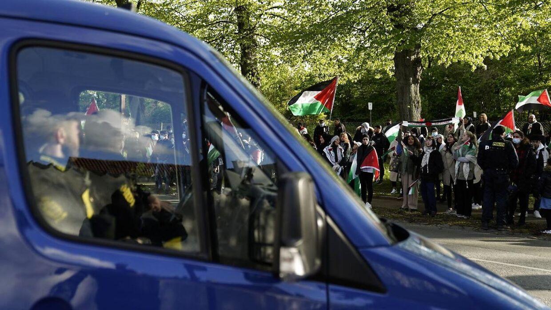 Sådan så det ud ved den israelske ambassade i Hellerup under krisen mellem Israel og Hamas.