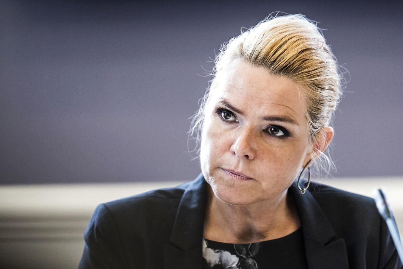 (ARKIV) Folketingets Udlændinge- og Integrationsudvalg har fredag den 23. juni 2017 kaldt udlændinge- og integrationsminister Inger Støjberg (V) i åbent samråd om beslutningen undtagelsesfrit at adskille ægtepar på asylcentre, hvor den ene ægtefælle er under 18 år. Det er andet samråd om samme sag og det første samråd 1. juni varede hele fem timer.. Den endelige tiltale mod Inger Støjberg er klar, og der ventes at blive indledt en rigsretssag senere i år. Det skriver Ritzau, onsdag den 27. januar 2021.. (Foto: Ida Marie Odgaard/Ritzau Scanpix)