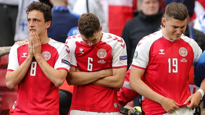 Danmarks spillere i chok efter Christian Eriksens kollaps.
