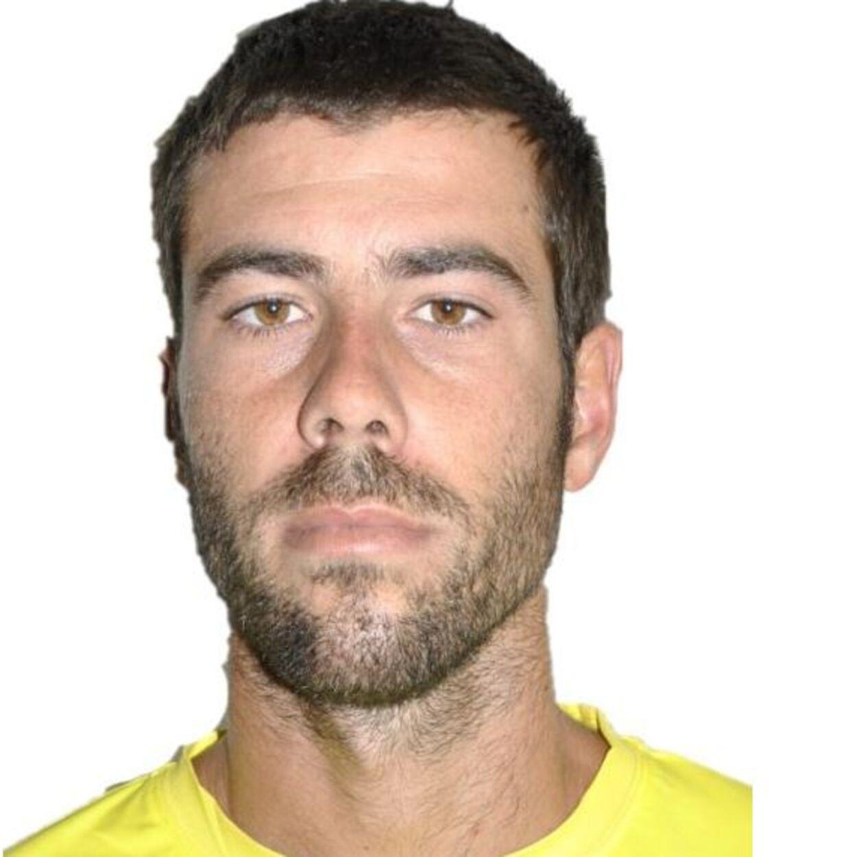 Pigernes far, Tomas Gimono, er efterlyst og mistænkt for at have myrdet sine døtre.