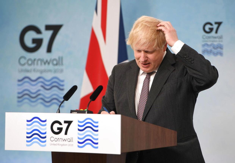 Boris Johnson og Manuel Macron røg i totterne på hinanden ved G7