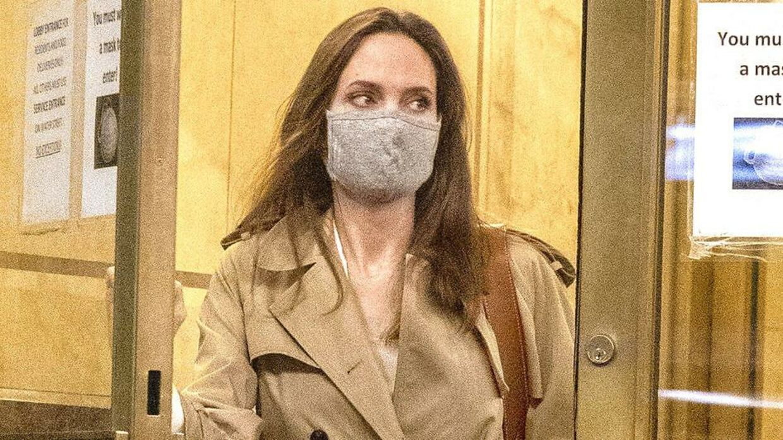 Her forlader Angelina Jolie eksmanden Jonny Lee Millers lejlighed.