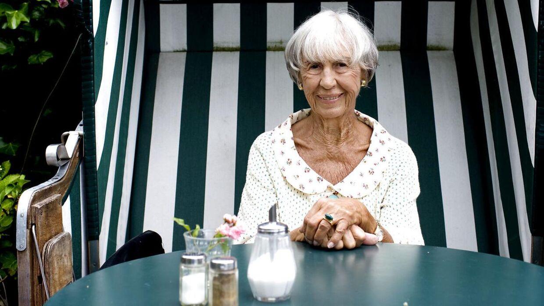 Lise Nørgaard kom på plejehjem i år - kort efter hun fik sin coronavaccine.