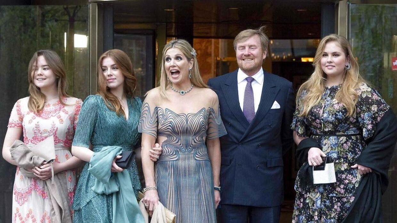 Prinsesse Amalia (yderst til højre) ses her med sin mor, dronning Maxima, og sin far, kong Willem-Alexander, samt sine to søstre, prinsesse Ariane og prinsesse Alexia.