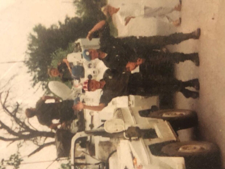 Jan Leth iført klaphat i Jugoslavien dagen efter Danmark har vundet EM.