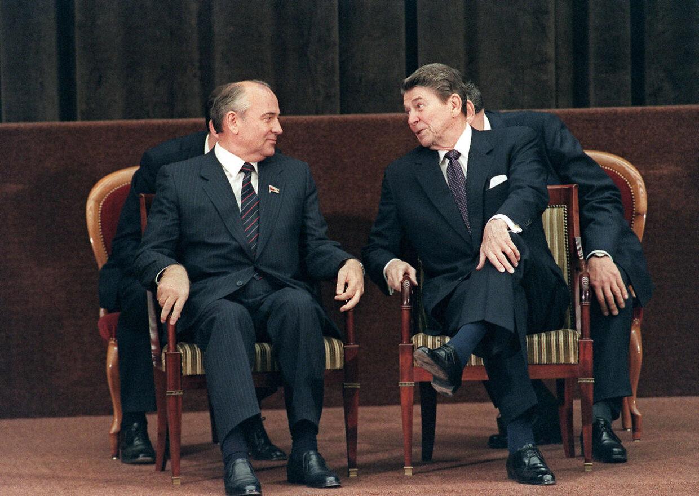 Ronald reagan og Michail Gorbatjov mødte hinanden første gang i netop Geneve i 1985. Forholdet mellem dem var tillidsfuldt