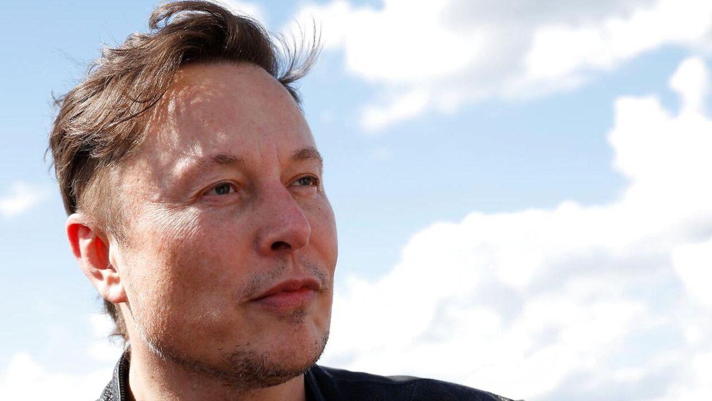 Elon Musk ejer Tesla og SpaceX.