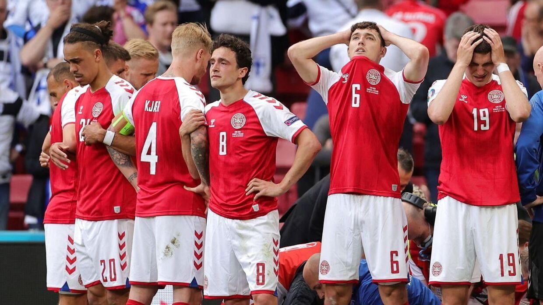 De danske landsholdsspillere i chok efter Eriksens kollaps.