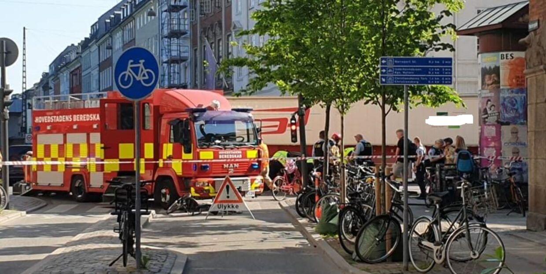 En cyklist blev torsdag morgen ramt af en lastbil i det indre København.