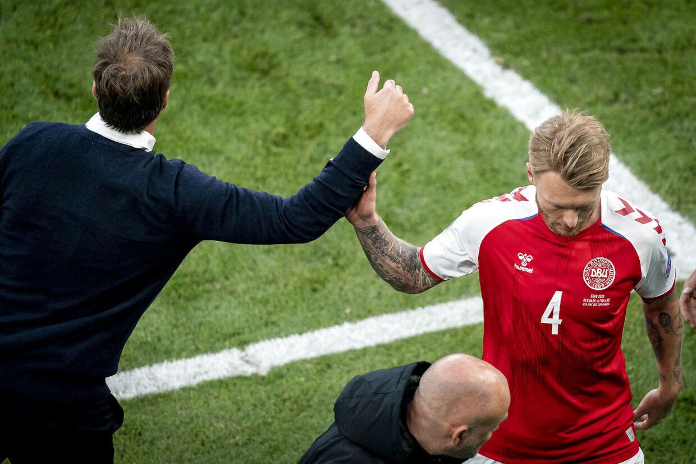 Simon Kjær var ikke i stand til at spille kampen færdig mod Finland.