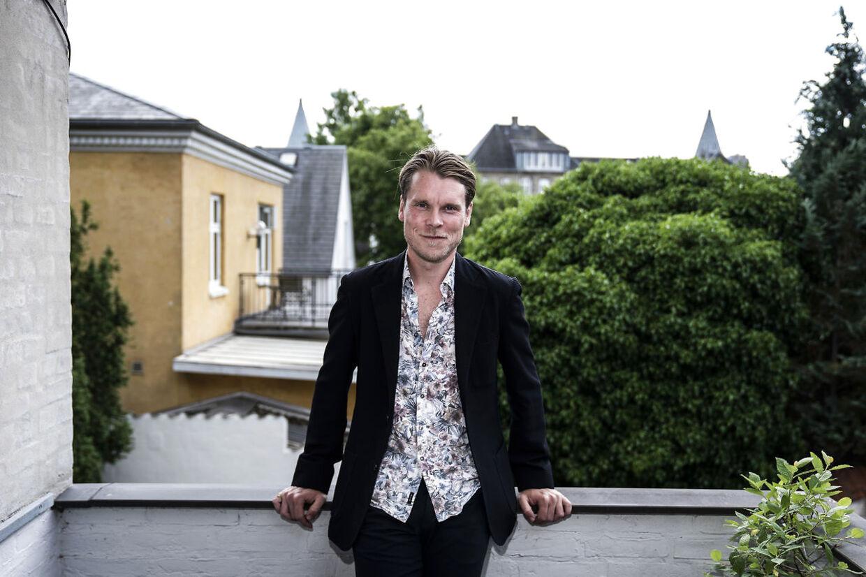 """Skuespiller Thue Ersted Rasmussen fotograferet hos Universal Pictures på Frederiksberg, tirsdag den 15. juni 2021. Thue Ersted Rasmussen har fået en birolle i den næste """"Fast and the Furious"""" film. (Foto: Emil Helms/Ritzau Scanpix)"""