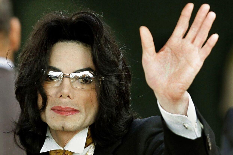 Mens den øvrige familie bakkede op omkring Michael Jackson, var storesøster La Toya anderledes klar i mælet i 1993 og anklagede ham for pædofili.