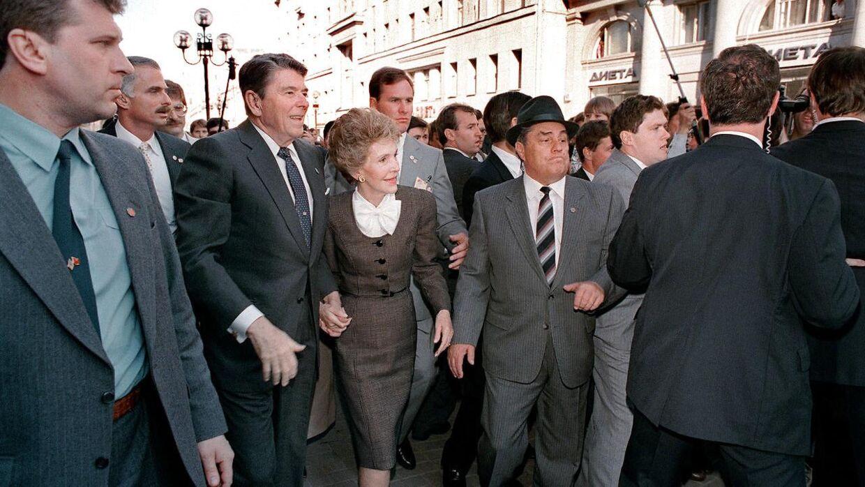 Ronald Reagan og hustruen Nancy Reagan ses her under besøget i Sovjetunionen.
