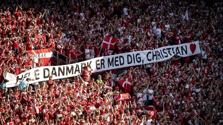 Tilskuerne med støtte til Christian Eriksen.