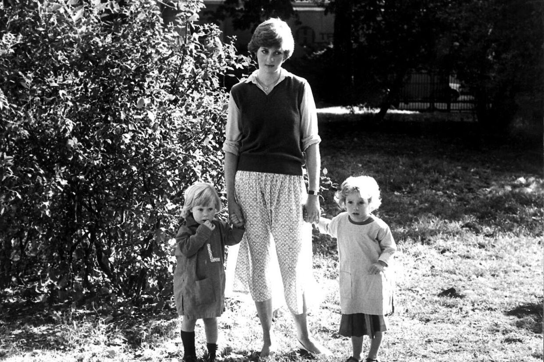 Her ses det ikoniske billede af lady Diana Spencer, hvor hendes nederdel blev gennemsigtig.