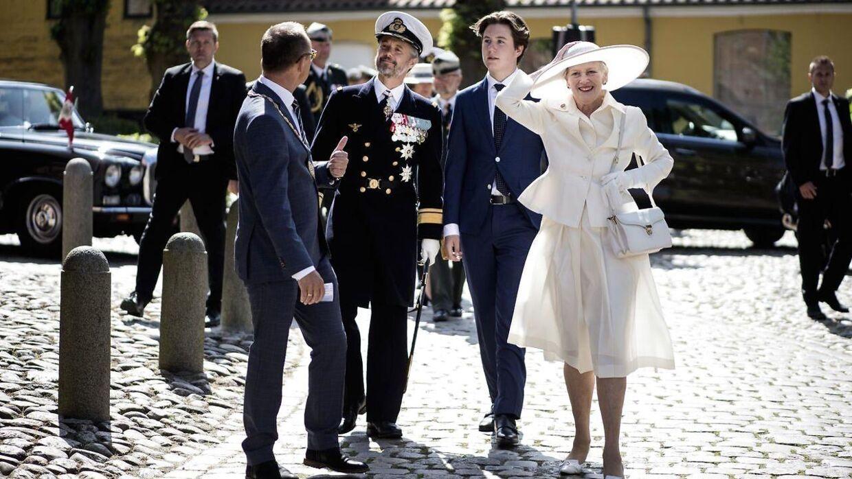 Det var på disse billeder i modlys, at dronning Margrethes kjole blev lidt gennemsigtig.