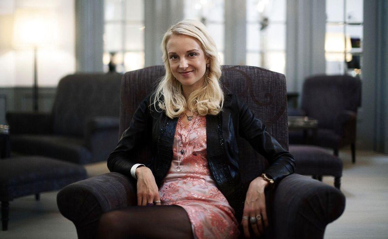 Mai Manniche er administrerende direktør i smykkevirksomheden Jewlscph. Derudover ejer hendes mor, lægen Vibeke Manniche, 20% af virksomheden, mens hendes far, overlægen Peter Riis Hansen, ejer 10% af virksomheden.