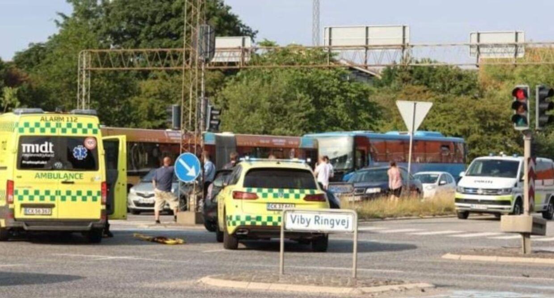 Den 31-årige betjent blev ramt med stor kraft. Han er i koma og er fortsat i livsfare. Han er blevet opereret i hjernen efter flere hjerneblødninger, ligesom begge hans lunger klappede sammen ved påkørslen. Foto: Presse-fotos.dk