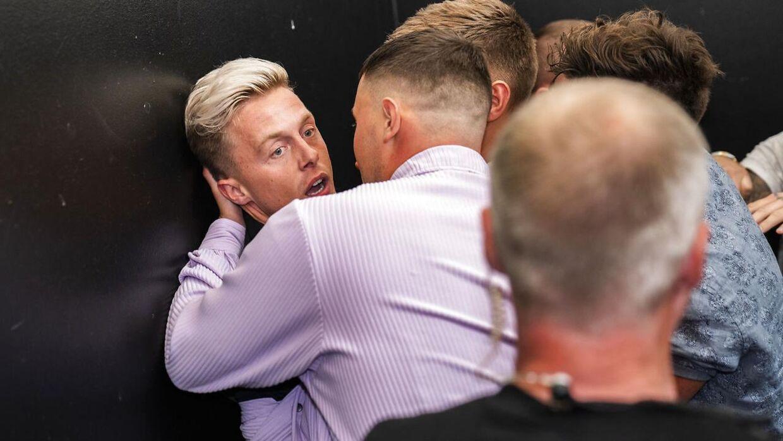 Teitur i slagsmål ved Reality Awards 2021 på Docken i København.