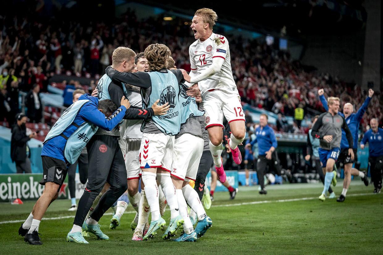 De danske spillere jubler efter scoring til 1-3 under EM-kampen mellem Danmark og Rusland i Parken i København, mandag den 21. juni 2021.. (Foto: Mads Claus Rasmussen/Ritzau Scanpix)