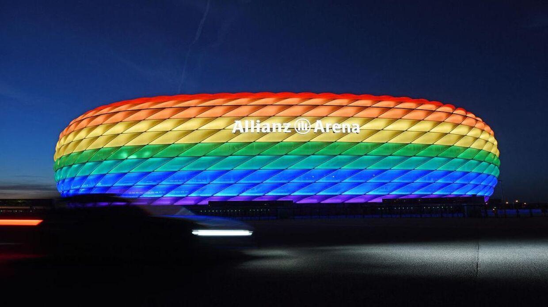 Sådan var det meningen, Allianz Arena i München skulle se ud onsdag aften. Men UEFA har sagt nej.