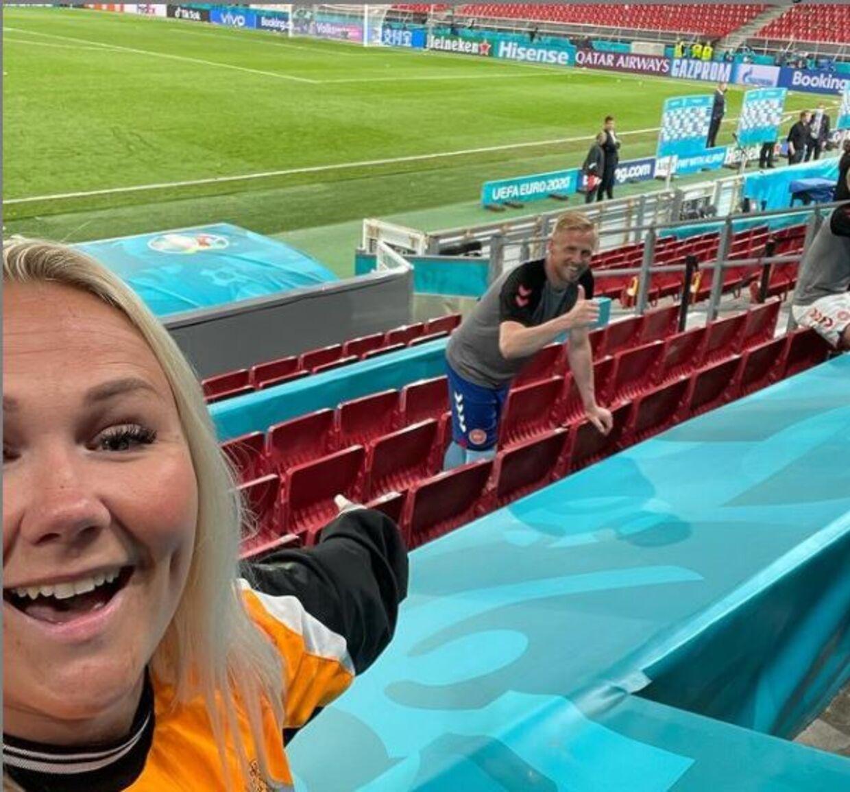 Kasper Schmeichel var som altid forbi familien og hilse på efter Danmarks mandag aften slog Rusland 4-1 ved EM.