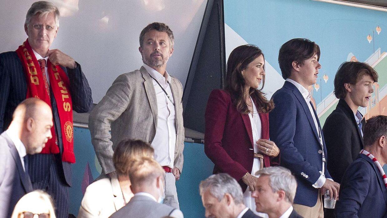 Kong Philippe af Belgien, kronprins Frederik, kronprinsesse Mary, prins Christian og prins Felix før EM-kampen mellem Danmark og Belgien i Parken 17. juni 2021.