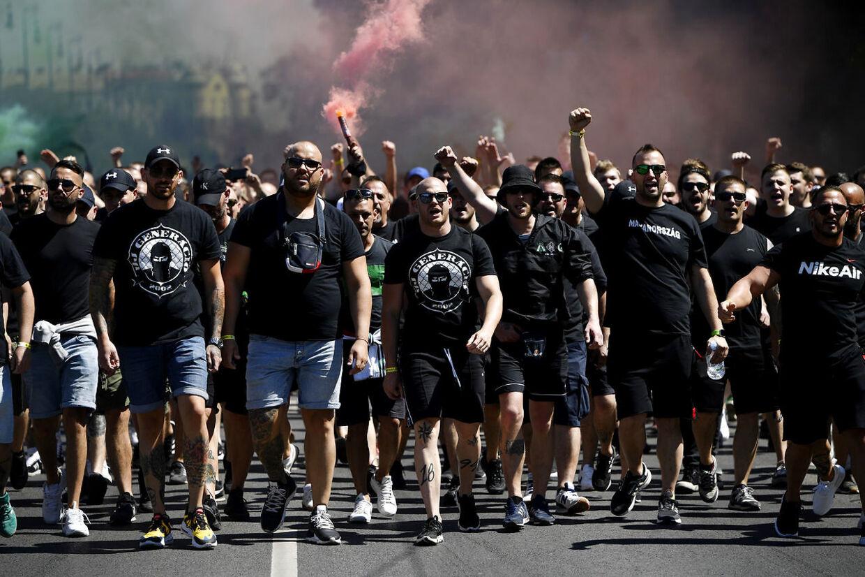 Ungarske hooligans i Budapests gader inden landets kamp mod Portugal ved EM-slutrunden.