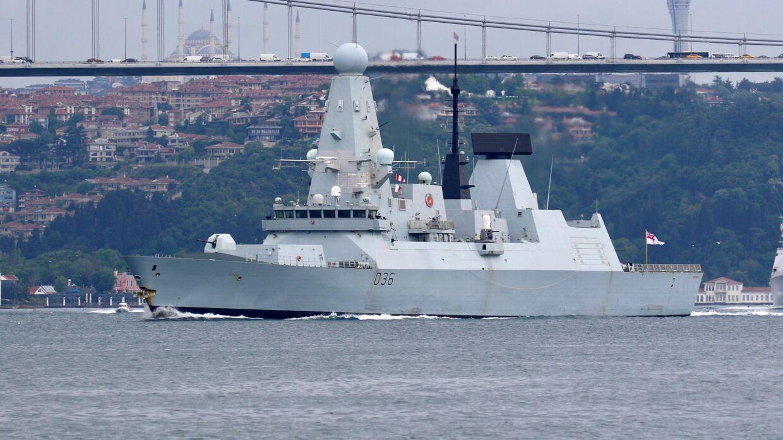 """Den britiske destroyer """"HMS Defender"""", da skibet i starten af sidste uge sejlede ind i Bosporusstrædet for at nå ind i Sortehavet."""