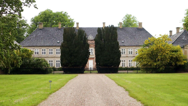Der har i årevis været strid i familien Juel om godset Juelsberg ved Nyborg på Fyn.