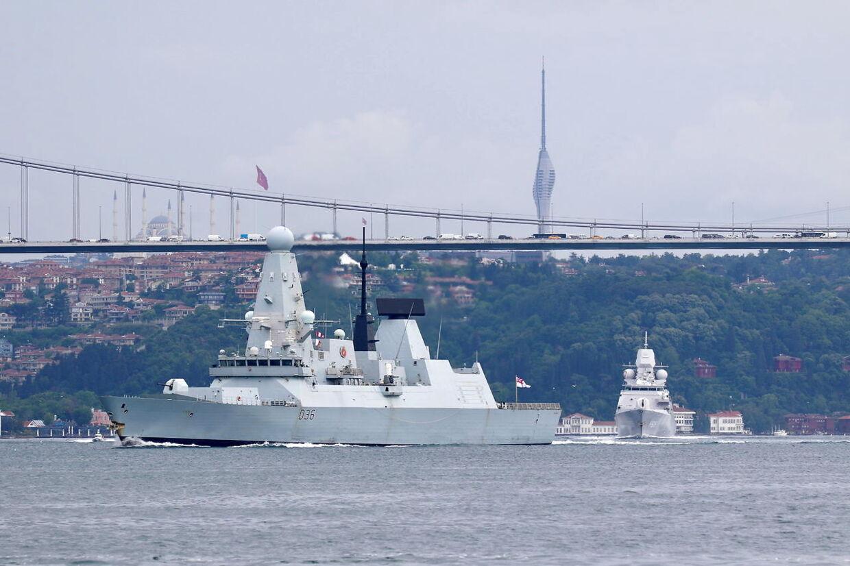 Den britiske destroyer 'HMS Defender' satte for en måneds tid siden kursen mod Sortehavet fra sin tidligere position i Stillehavet og sejlede 14. juni gennem Bosporusstrædet i Istanbul.