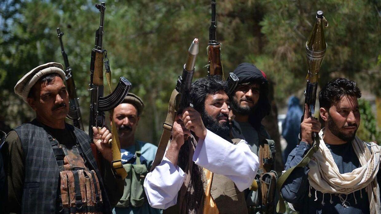 Tusinder af civile afghanere har grebet til våben for at støtte kampen mod Taliban. Billedet her er fra Guzara-distriktet i provinsen Herat den 23. juni 2021.