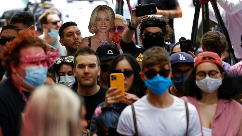 Mange Britney-fans var mødt op i Los Angeles, hvor retssagen fandt sted.