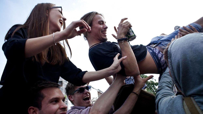 Feststemte unge, alkohol og høj musik giver en del klager i disse dage. Billedet er hentet fra arkivet og altså fra en verden før corona. (Arkivfoto)