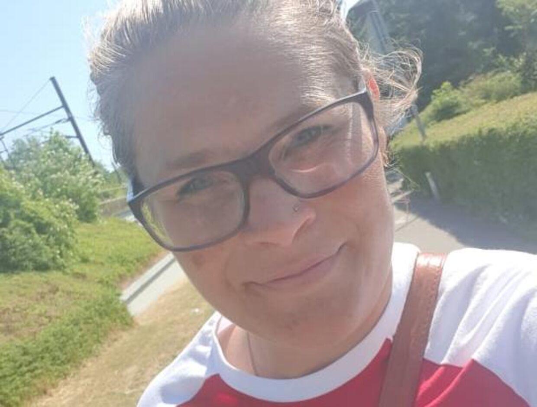 Louise er kæmpe fodboldfan og holder med Brøndby. Foto: Privat.