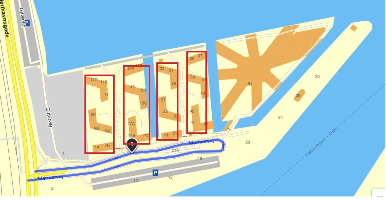 Marmorbyen ligger ved siden af FN Byen. De røde markeringer er beboernes forslag til en indhegning af boligområderne i den østlige og vestlige del af Marmorbyen. Det er ikke blevet til noget.