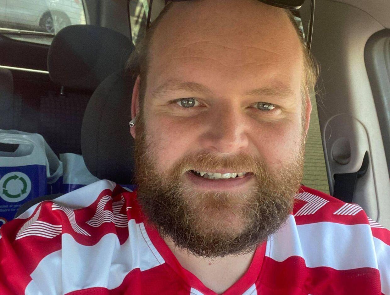 Jesper Simoni er kæmpe fodboldfan, men må gå glip af Danmark-Wales på lørdag, da han skal til bryllup. Foto: Privat