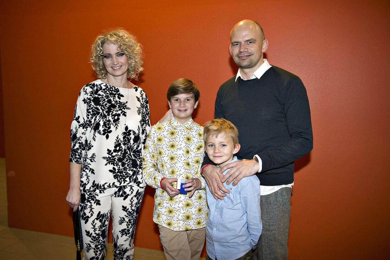 Annette Heick og Jesper Vollmer med deres sønner til Melodi Grand Prix i 2016.