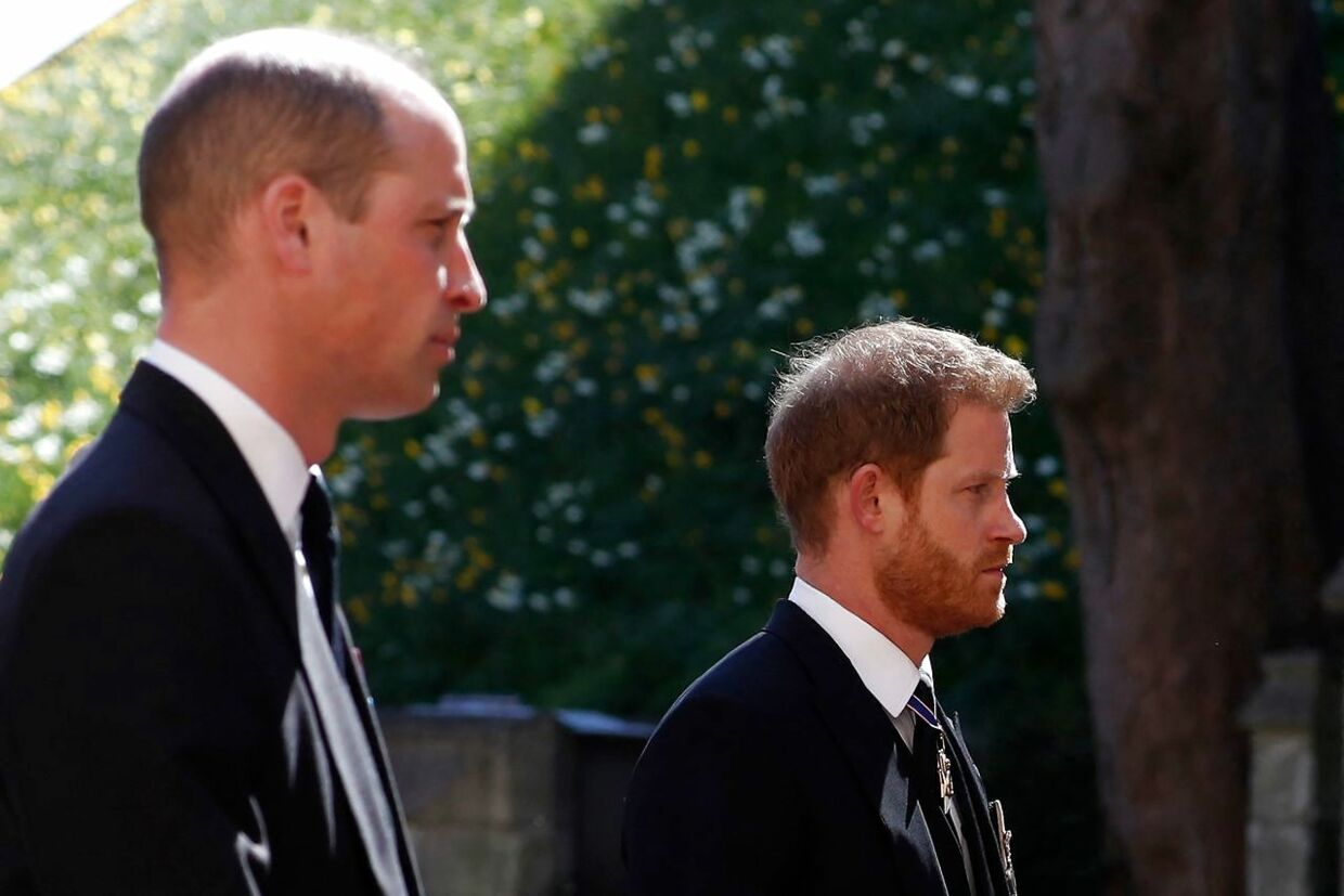 TOPSHOT - Britain's Prince William, Duke of Cambridge (L) and Britain's Prince Harry, Duke of Sussex follow the coffin during the ceremonial funeral procession of Britain's Prince Philip, Duke of Edinburgh to St George's Chapel in Windsor Castle in Windsor, west of London, on April 17, 2021. - Philip, who was married to Queen Elizabeth II for 73 years, died on April 9 aged 99 just weeks after a month-long stay in hospital for treatment to a heart condition and an infection. (Photo by Alastair Grant / various sources / AFP)