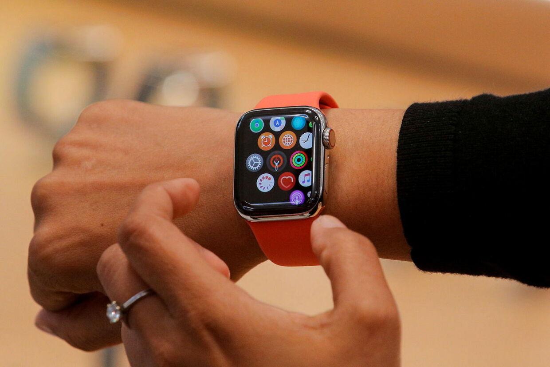 Personer med en pacemaker bør også overveje afstanden mellem uret Apple Watch og den indopererede enhed.