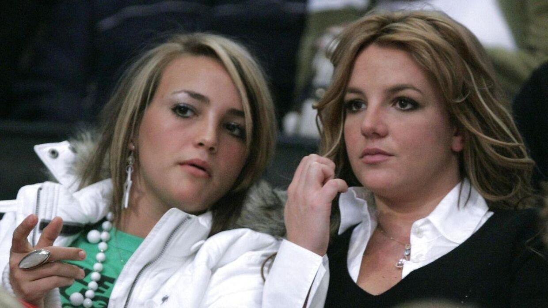 Jamie Lynn Spears og Britney Spears til NBA-kamp i december 2006.