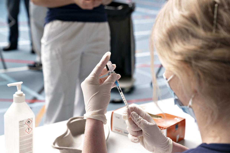 ARKIV. Den nye variant stiller endnu større krav til, hvor mange der skal vaccineres, hvis vi skal opnå flokimmunitet (Foto: Henning Bagger/Ritzau Scanpix)