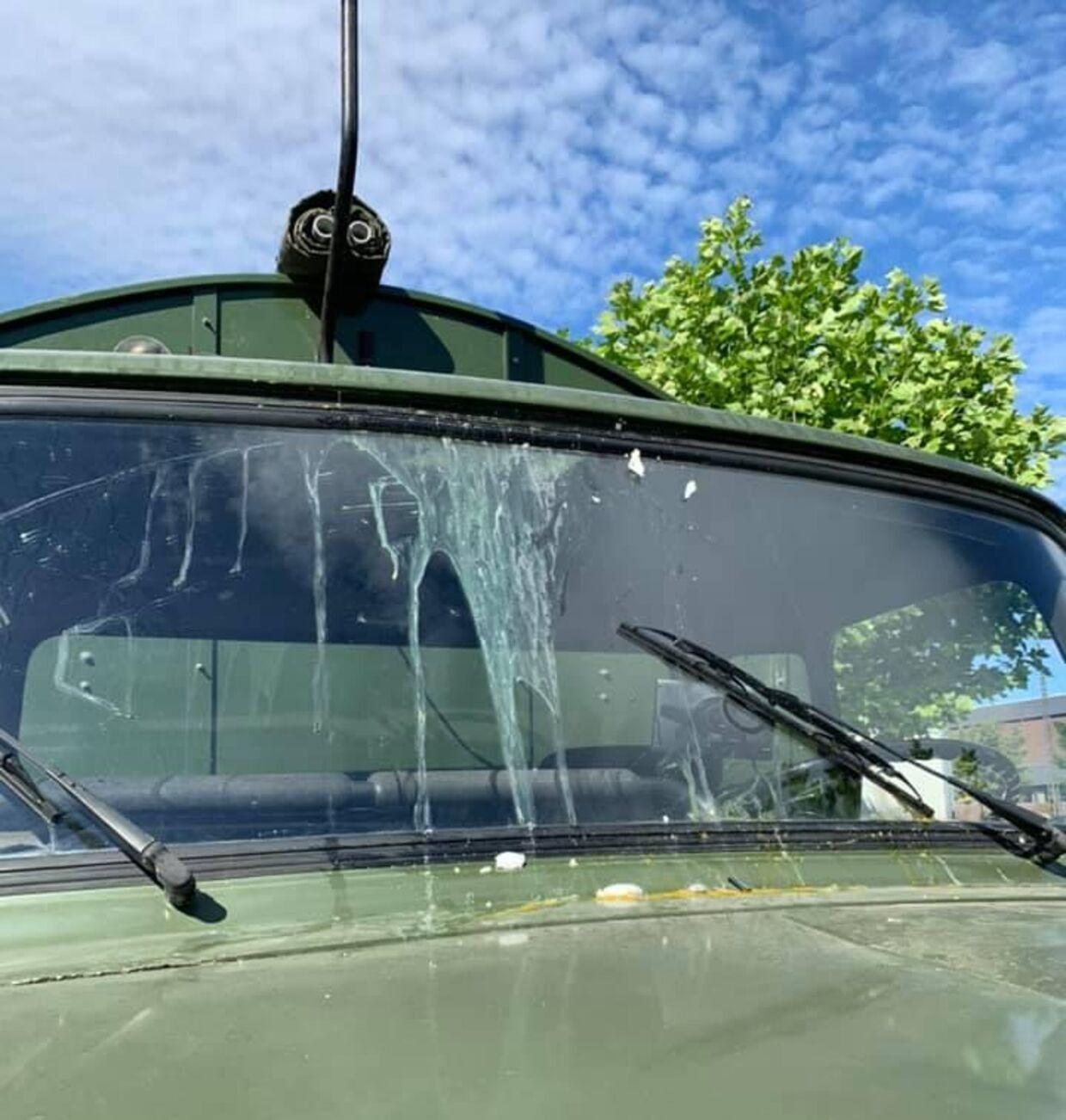 Forruden af en studentervogn fra festlastbiler.dk, der søndag blev ramt af æg på Amager ved Hørhus Kollegiet.