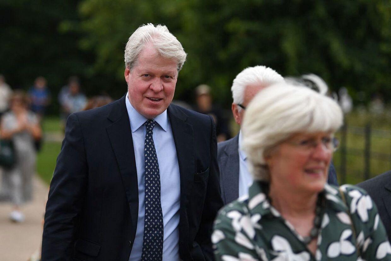 Også Dianas søskende var mødt op. Her er det hendes bror, Charles Spencer. (Photo by DANIEL LEAL-OLIVAS / AFP)