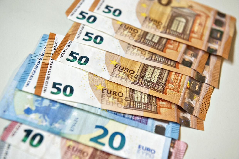 Hæv aldrig i 'danske kroner' på rejsen. Det koster et omregningsgebyr.
