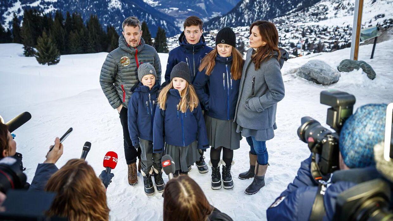 Kronprinsparret i Verbier, Schweiz med hele familien.