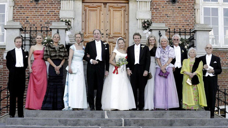 Valdemars Slot har dannet rammen om mange store begivenheder i den adelige familie Iuel-Brockdorff. Billedet her er, fra da Caroline Flemings lillesøster, Louise Iuel-Brockdorff, blev gift og blev til Louise Iuel Albinus.