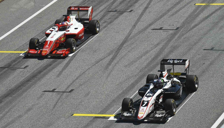 Dennis Hauger (t.h.) og Frederik Vesti (t.h.) besætter nu første- og andenpladsen i Formel 3-mesterskabet.