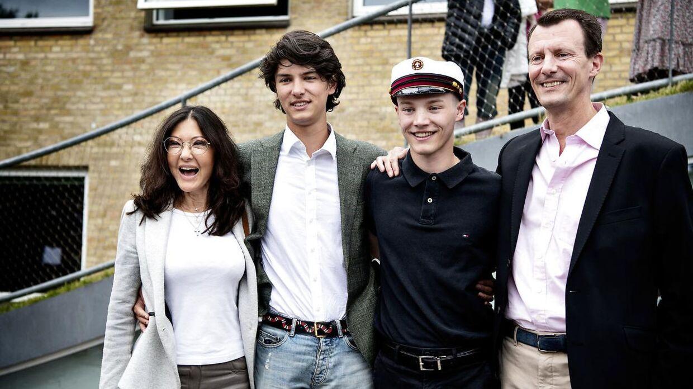 Grevinde Alexandra, Prins Nikolai, Prins Felix og Prins Joachim ved Prins Felix studenterkørsel Gammel Hellerup Gymnasium