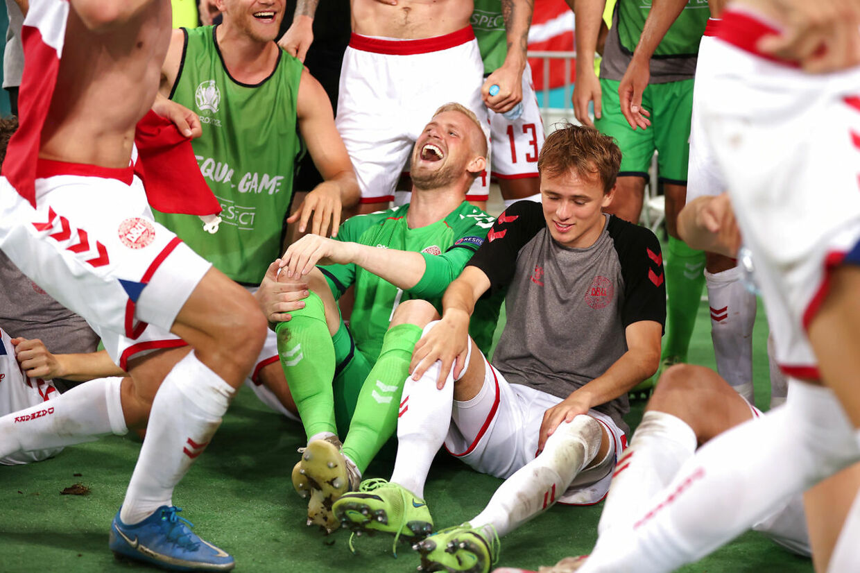 Soccer Football - Euro 2020 - Quarter Final - Czech Republic v Denmark - Baku Olympic Stadium, Baku, Azerbaijan - July 3, 2021 Denmark's Kasper Schmeichel celebrates with teammates after the match Pool via REUTERS/Naomi Baker